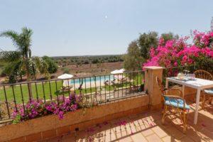 El Retiro Ses Salines | Terrasse oben mit Blick auf die Poollandschaft